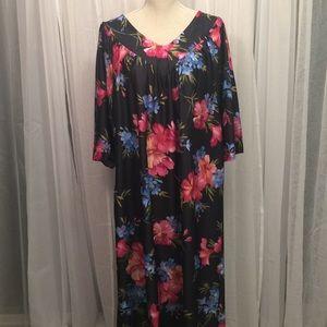 Vintage Metropolitan Maxi Floral Lounge Nightgown